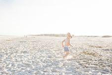 Free Baby Boy On Beach Wearing Sunglasses Royalty Free Stock Photos - 113851398