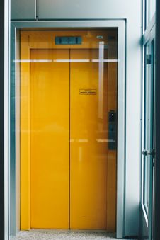 Free Closed Yellow Elevator Door Royalty Free Stock Photos - 113851428
