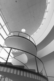 Free White And Black Spiral Stairs Stock Images - 113907764