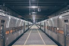Free Photo Of Two Grey Trains In Station Royalty Free Stock Photography - 113907927