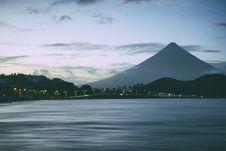 Free Mayon Volcano Stock Image - 113907991