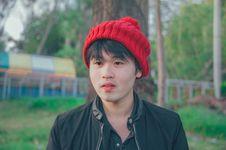 Free Man Wearing Red Knit Cap Stock Photos - 113947733