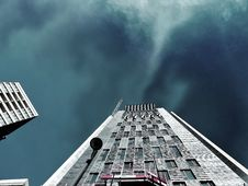 Free Worms Eye-view Photography Of White High-rise Building During Storm Weather Royalty Free Stock Image - 113958176