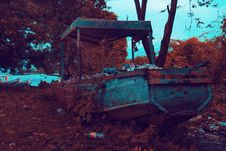 Free Rusty Brown And Gray Boat Near Trees And Body Of Water Stock Photos - 113958193