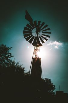 Free Silhouette Of Farm Windmill Royalty Free Stock Photo - 113958195