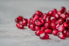 Free Red Pomegranate Seeds Royalty Free Stock Images - 113958199