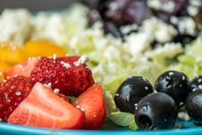 Free Plate Of Slices Of Strawberries And Green Leaf Vegetables Stock Photos - 113958203