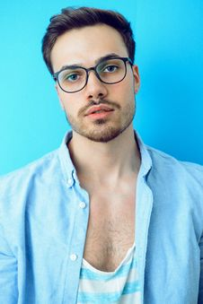 Free Man In Black Framed Eyeglasses And Blue Button-up Shirt Royalty Free Stock Photo - 114021555