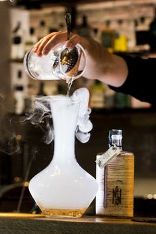 Free Person Pouring Liquid Into Smoking Glass Container Stock Photo - 114108600