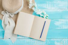 Free White Notebook And Blue Pencil Stock Photos - 114321123