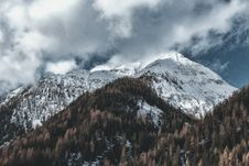 Free Ice-covered Mountain Summit Stock Images - 114321154