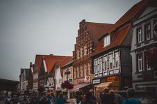 Free White And Brown Store Facades Royalty Free Stock Photography - 114321157
