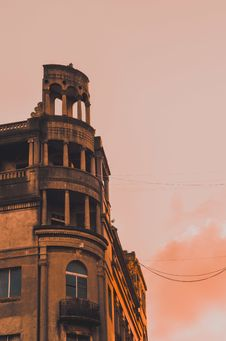 Free Low Angle Photograph Of Building During Golden Hour Royalty Free Stock Photography - 114321197