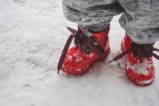 Free Toddler Wearing Red Shoes Standing On Snow Royalty Free Stock Photos - 114378688