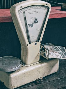 Free White Digital Weighing Scale Royalty Free Stock Images - 114442909