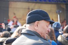 Free Man Wearing Cap And Grey Coat Surrounded With People Stock Photos - 114443223