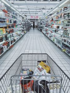 Free Grocery Cart With Item Royalty Free Stock Photos - 114510658