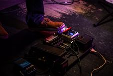 Free Person Operating Guitar Effects Pedal Royalty Free Stock Photos - 114510708