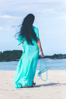 Free Woman In Teal Dress Standing On Beach Royalty Free Stock Images - 114510909