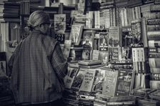 Free Grayscale Photography Of Woman Looking At The Books Royalty Free Stock Photography - 114603087