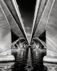 Free Grayscale Photo Of Esplanade Bridge Royalty Free Stock Images - 114603139