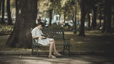 Free Photo Of Woman Sitting In The Bench Near Tree Royalty Free Stock Photography - 114603167