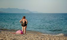 Free Woman In Black Swimsuit Standing On Beach Shore Stock Photography - 114603212