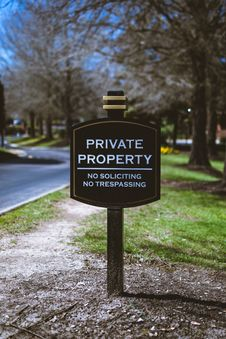 Free Black And White Private Property Signage Royalty Free Stock Photos - 114603218