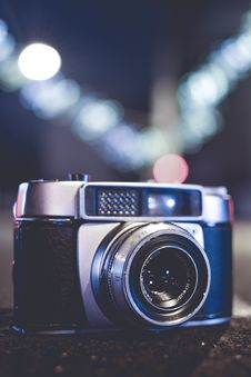 Free Selective Focus Photo Of Gray And Black Slr Camera Royalty Free Stock Photography - 114603307