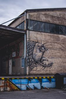 Free Closed Brown Building With Monster Fish Graffiti Photography Royalty Free Stock Photo - 114603355