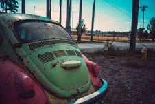 Free Photography Of Green And Pink Volkswagen Beetle Parked Beside The Road Royalty Free Stock Photo - 114677505