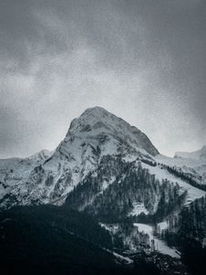 Free Photography Of Snow Capped Mountain Royalty Free Stock Photos - 114677508