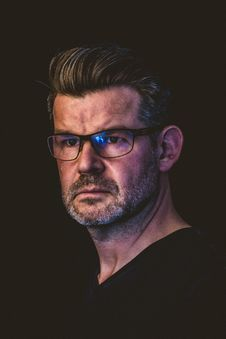 Free Close-Up Photography Of A Man Wearing Eyeglasses Royalty Free Stock Images - 114677539