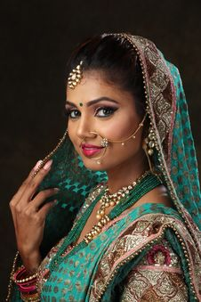Free Woman Wearing Green, Brown, And Pink Sari Dress Portrait Photograph Royalty Free Stock Photo - 114677775