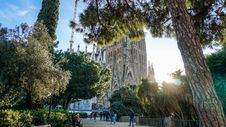 Free Group Of People Walking In Front Of Sagrada Familia Cathedral Stock Images - 114677824