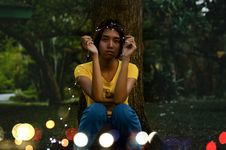 Free Girl In Yellow Top Sitting Beside Tree Royalty Free Stock Photos - 114751038