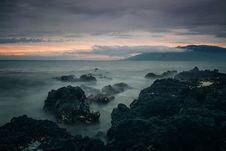 Free Rocks On Seashore Stock Images - 114751044