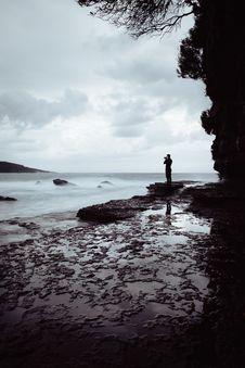 Free Man Standing On Rock Near Ocean Royalty Free Stock Photo - 114825515