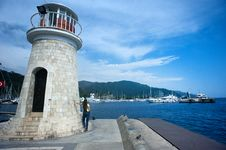 Free Grey Concrete Lighthouse Near Ocean Stock Photo - 114825660