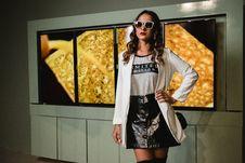 Free Photo Of Woman Wearing Sunglasses Stock Photos - 114825663