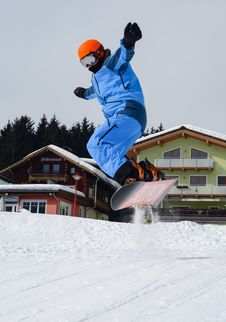 Free Person Doing Snowboarding Royalty Free Stock Image - 114825686
