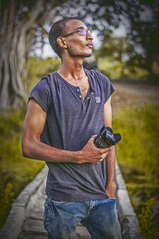 Free Shallow Focus Photography Of Man Wearing Gray T-shirt Holding Dslr Camera Lens Stock Image - 114825691