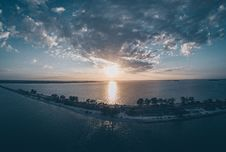 Free Scenic View Of The Ocean During Sunrise Royalty Free Stock Images - 114892599