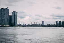 Free High-rise Building Near Body Of Water Royalty Free Stock Image - 114943966