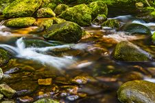 Free Timelapse Photography Of River Flowing Through Moss-covered Rocks Stock Images - 114943984