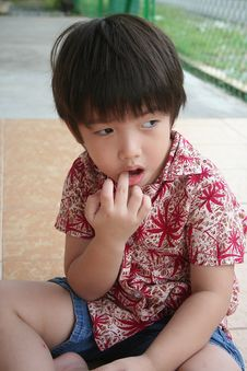 Free Boy Biting Fingers Stock Photos - 1157843