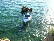 Free Boat By The Stone Royalty Free Stock Images - 1157919