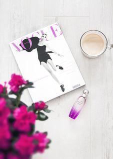 Free Vogue Magazine Beside Perfume Bottle Stock Images - 115012974