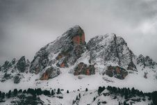 Free Snow Capped Mountain Under Gray Clouds Stock Photo - 115013080