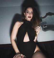 Free Woman Wearing Black Monokini Inside Room Royalty Free Stock Images - 115110799